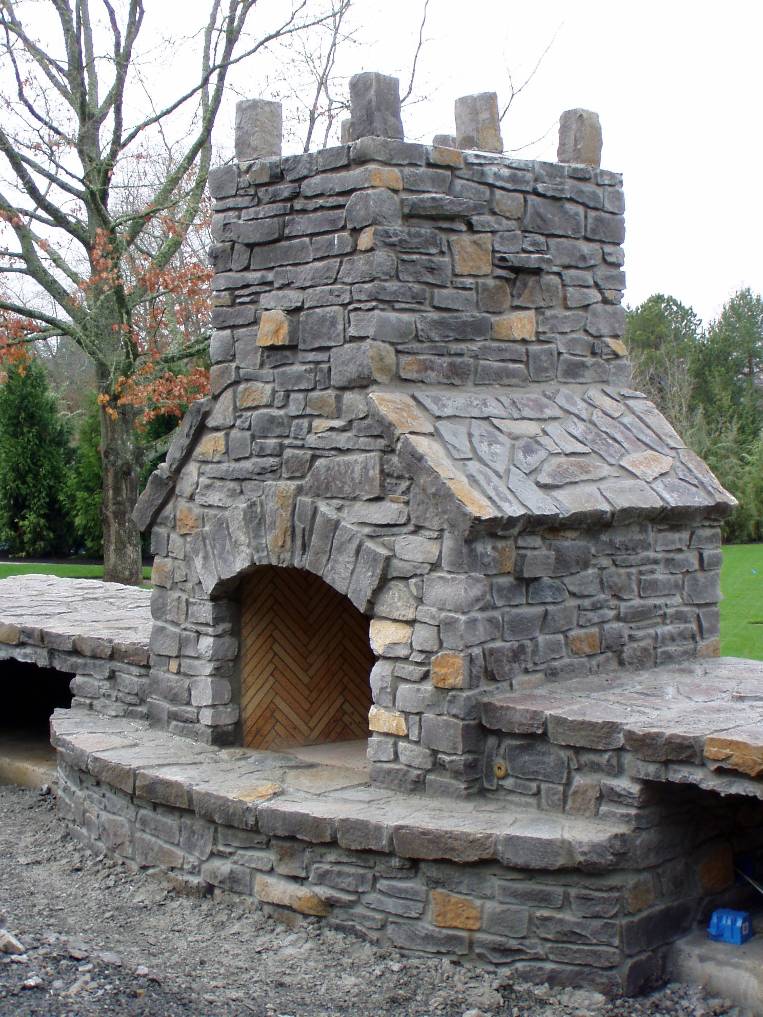 Stone outdoor fireplaces brick outdoor fireplaces for Where to buy outdoor fireplace